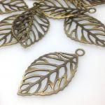 Zawieszka Leaf 48,5x26x1,5mm antique bronze NICKEL FREE - 1 szt